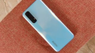 1st Update of Realme 7, the new update brings 64 MP Security patch, bug fix, and much more check here.